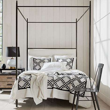 Lincoln Upholstered Poster Bed Product Tile Hover Image 125610UBED