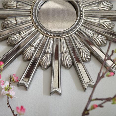 Miroir en forme d'étoile argentée 51cm Product Tile Hover Image 074077B